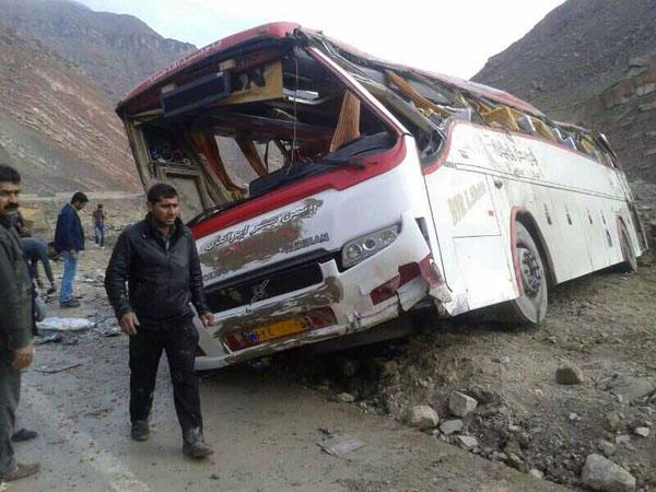 واژگونی اتوبوس در دهدز ۴ کشته و ۱۲ زخمی برجای گذاشت