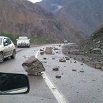 به دلیل بارندگی، کوه در جاده دهدز ریزش کرد / تردد جریان دارد / تلاشها برای رفع مشکل ادامه دارد