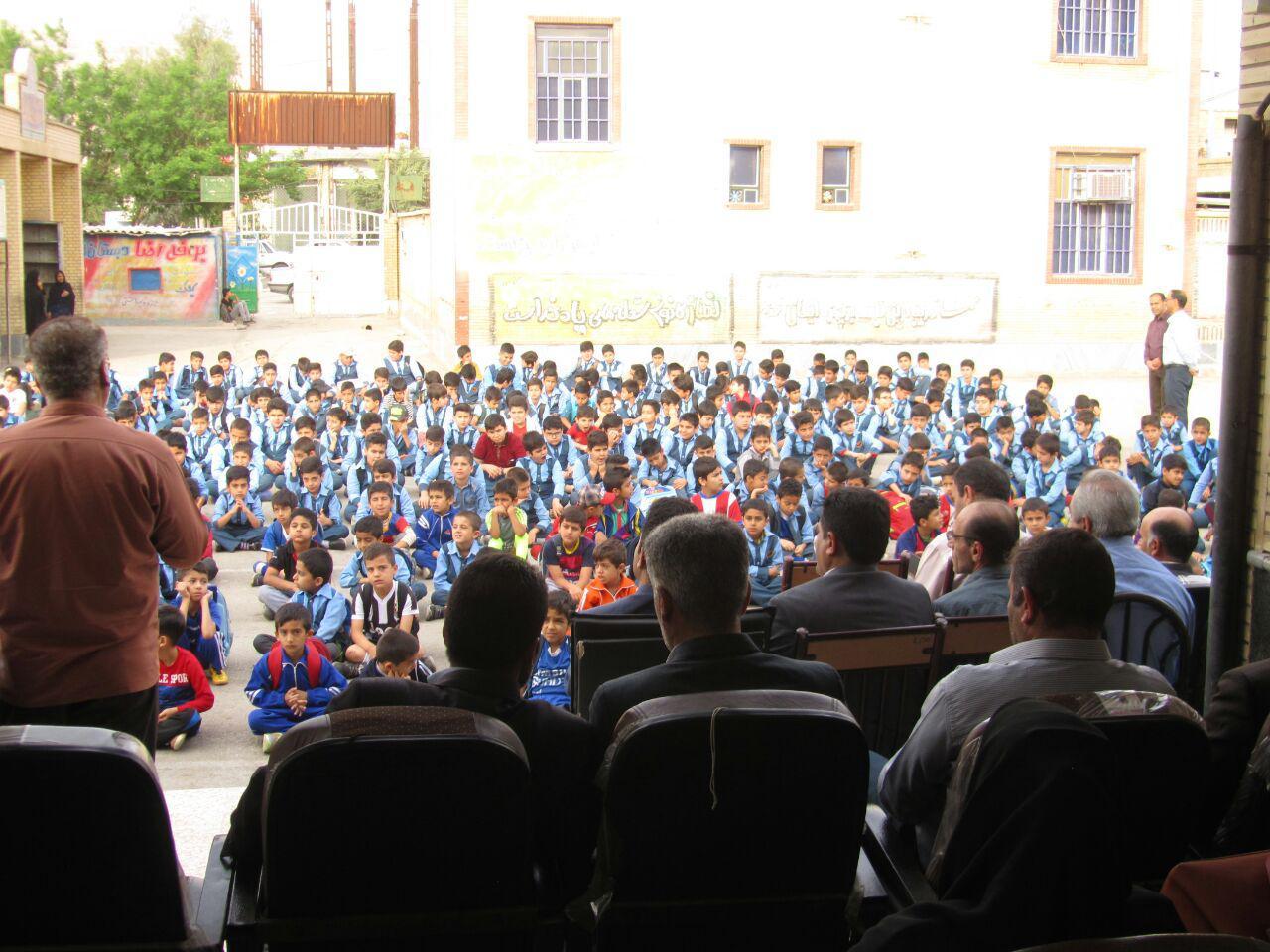 مراسم تجلیل از دانش آموزان شرکت کننده در جشنواره جابر ابن حیان دبستان سبحان برگزار شد