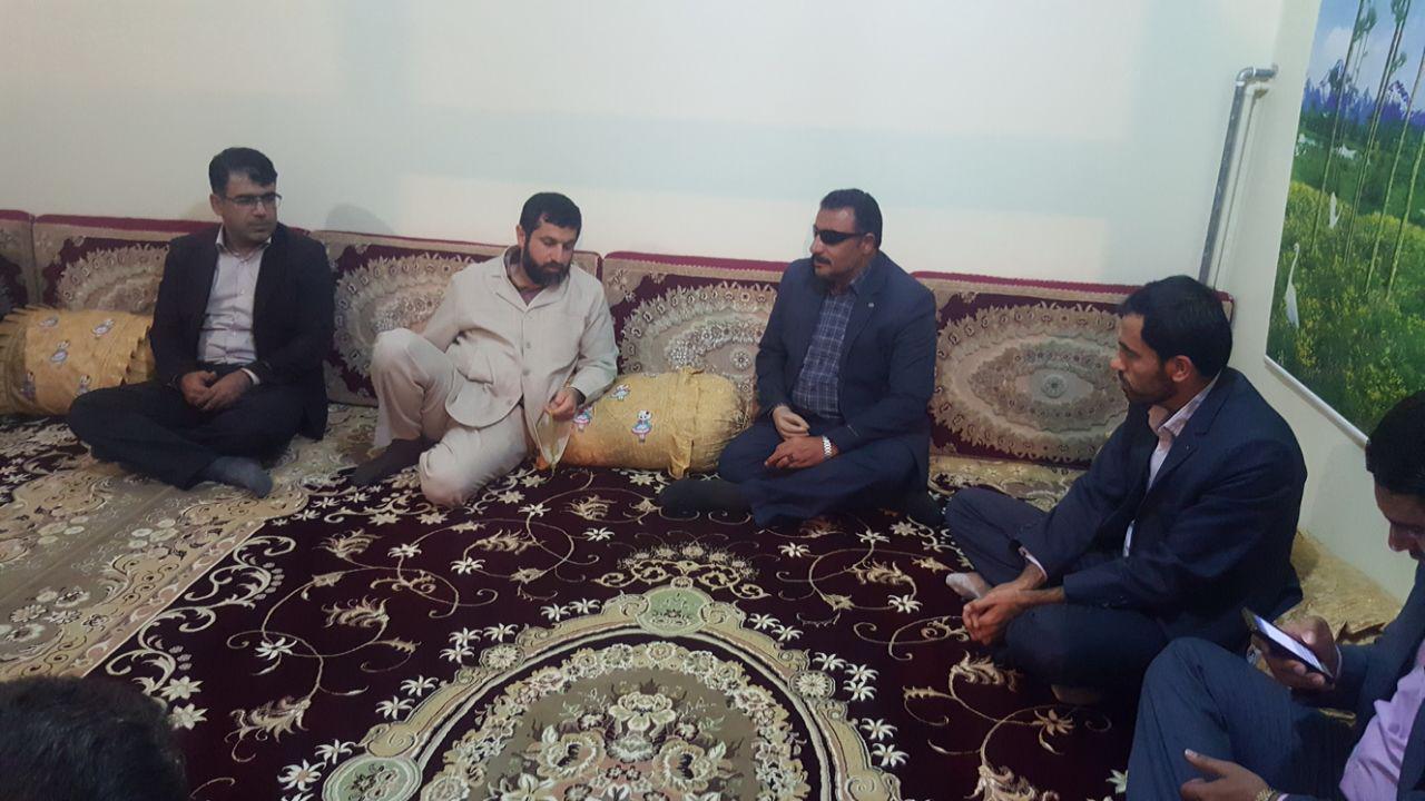 استاندار خوزستان با خانواده جانباز 70 درصد ایذهای دیدار کرد