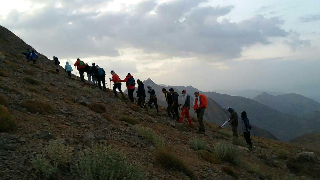صعودهای تابستانه کوهنوردان ایذهای با فتح دنا به پایان رسید/طوفان ایذه در بلندترین قله زاگرس