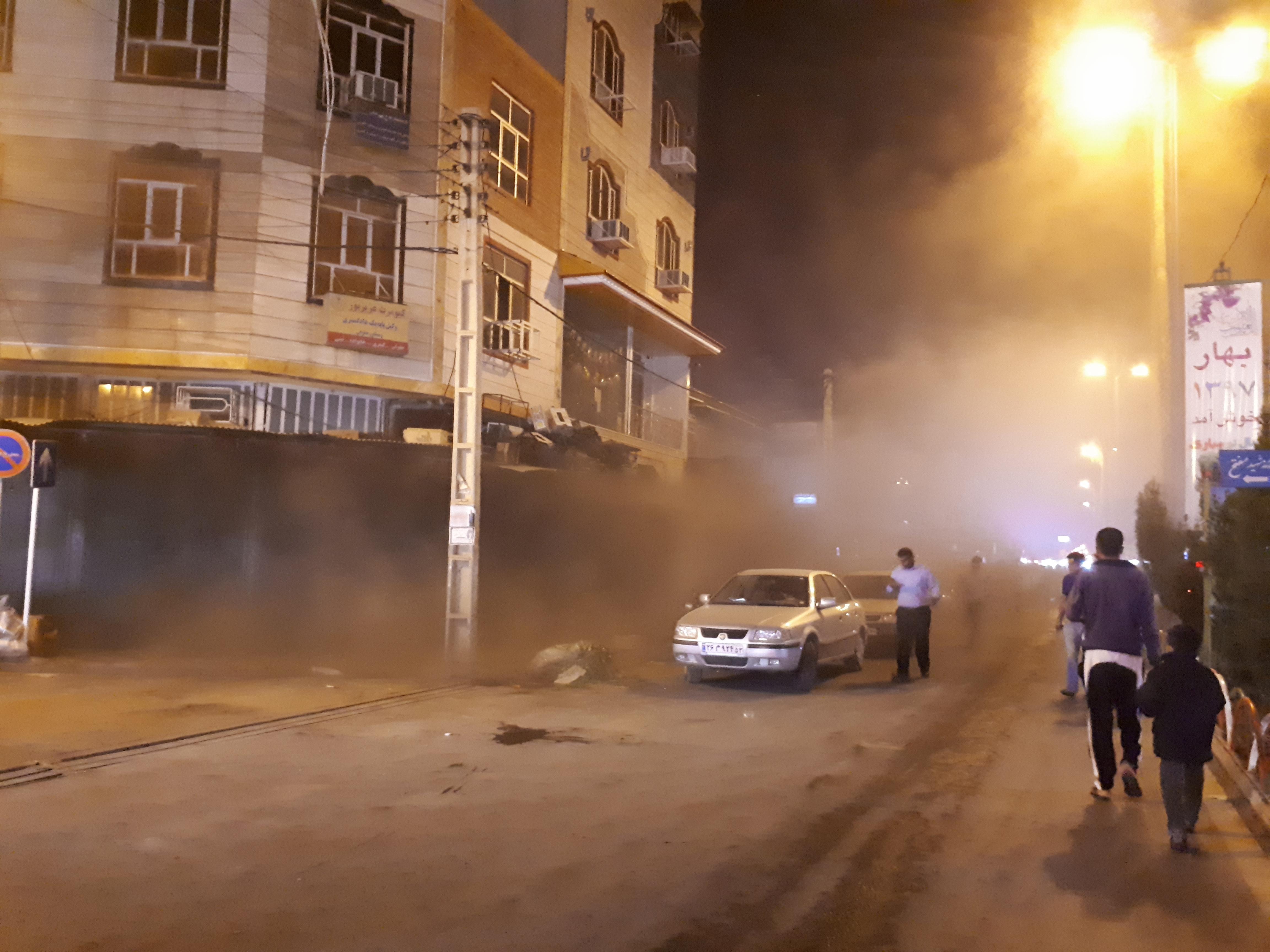 شعلههای آتش بازار آنزان ایذه فروکش کرد/حضور نیروی کمکی از شهرهای همجوار در نبود تجهیزات در شهرستان ۲۵۰ هزار نفری