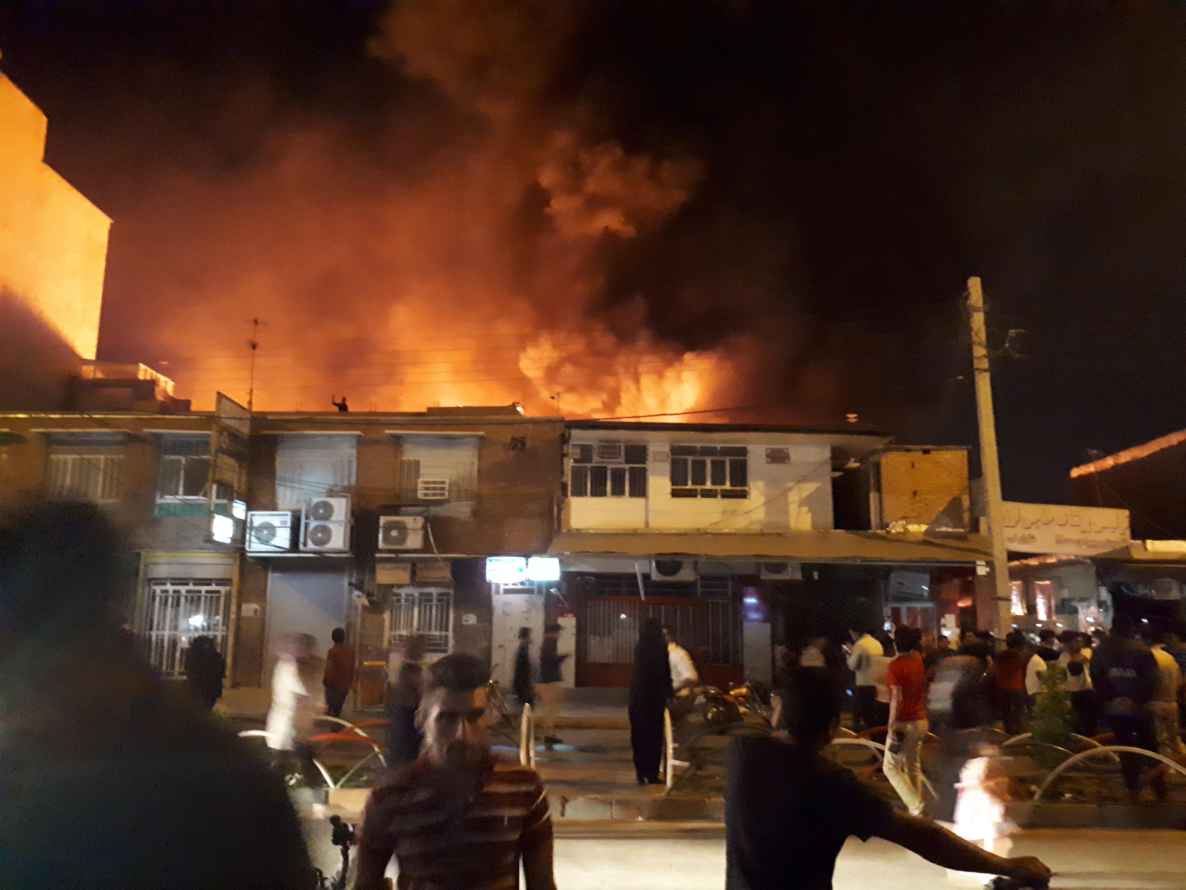 بازار آنزان ایذه در آتش سوخت/کمبود تجهیزات اطفای حریق ملموس بود+عکس