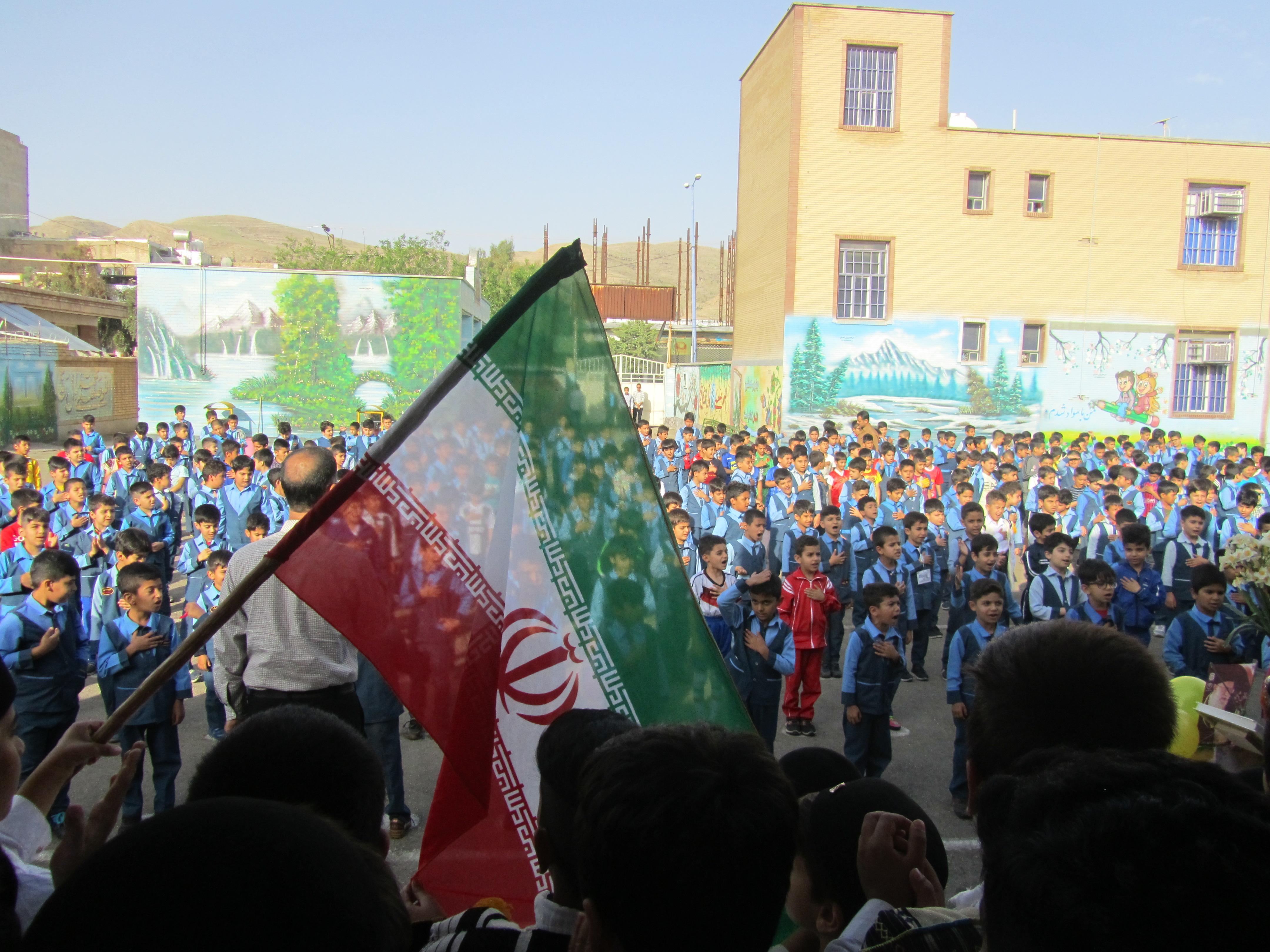 برگزاری مراسم تقدیر از معلمان در دبستان سبحان ایذه