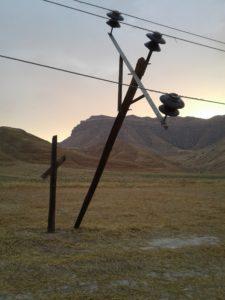 شکسته شدن و سقوط تیر برق در دهستان مرغا باعث قطعی چند ساعته برق در این منطقه شد