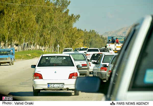 از ترافیک چند کیلومتری تا وقوع تصادفات جادهای در ایذه/روز پرکار عوامل خدماتی و دوستداران محیط زیست + تصاویر