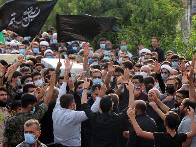 عکس   بازگشت پیکر شهید بهروز محمدی پس از ۳۸ سال جاویدالاثری/استقبال باشکوه مردم ایذه از شهدای تازه تفحص شده